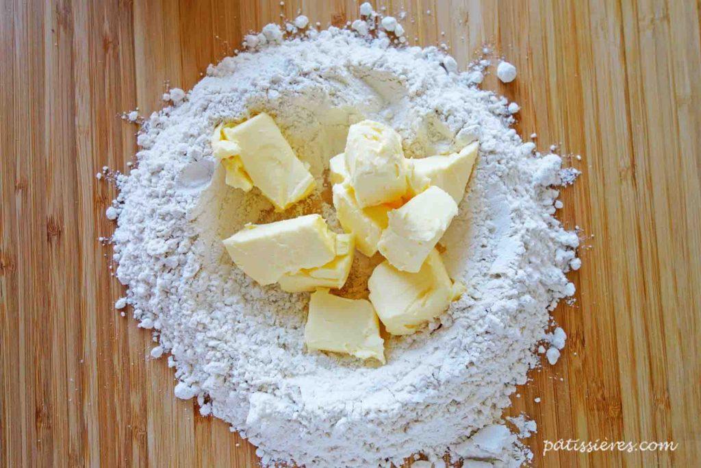 小麦粉を置く[ブリゼ生地のレシピ Pâte brisée]