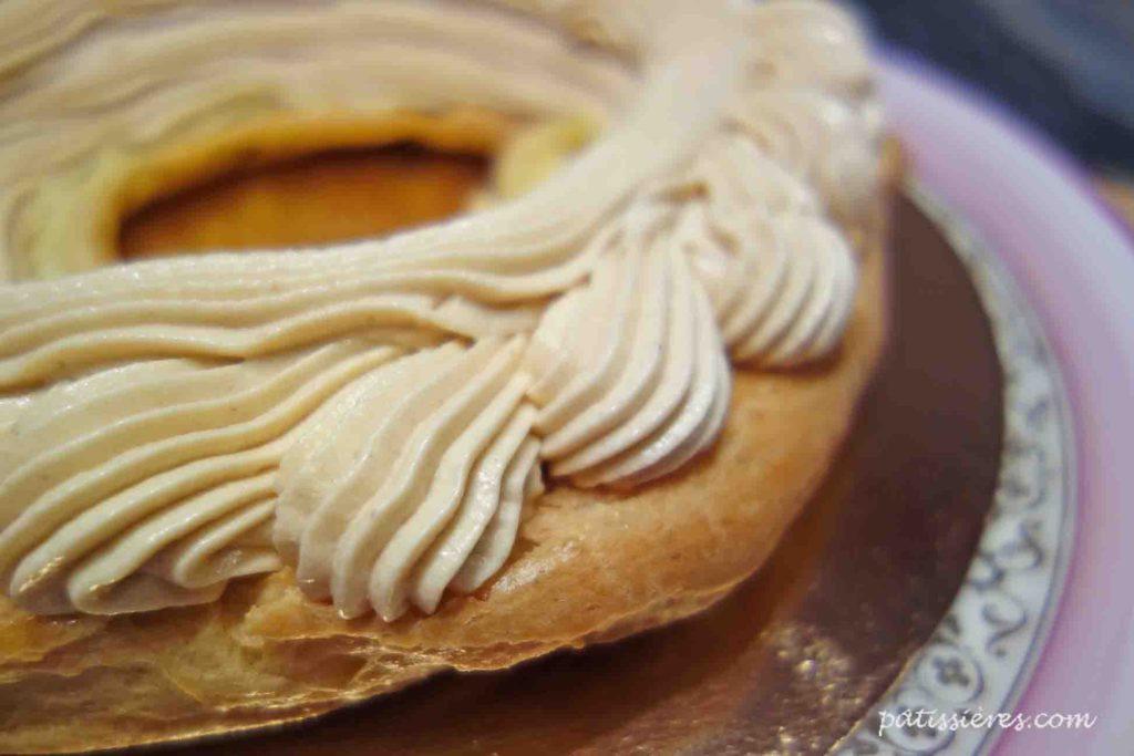 パリブレストの作り方(ムースリーヌクリームを絞る)[Paris-Brest]