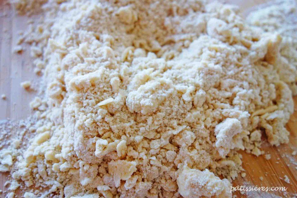 小麦粉とバターを混ぜる[ブリゼ生地のレシピ Pâte brisée]